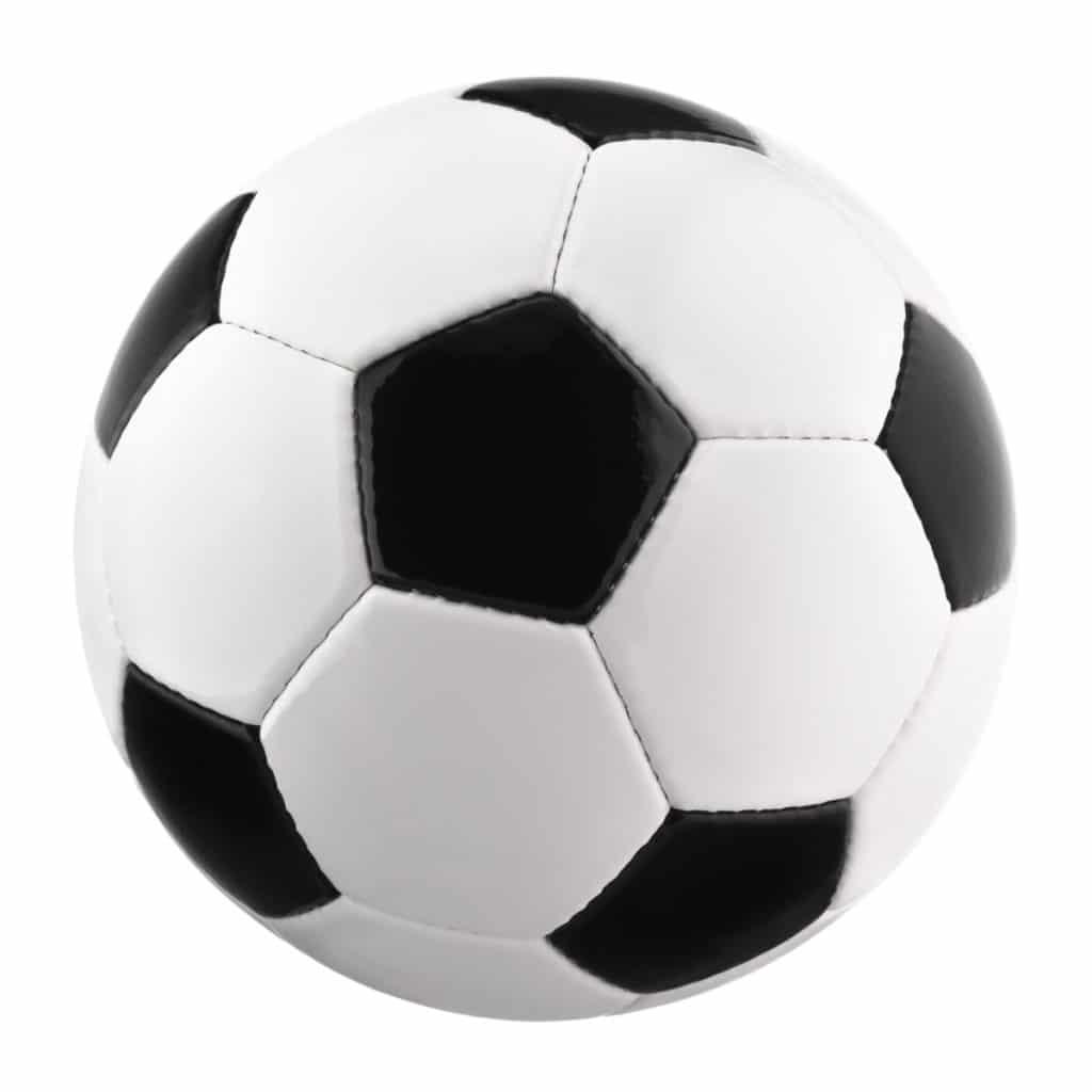 Helle Studioaufnahme von einem Fußball auf weißem Hintergrund